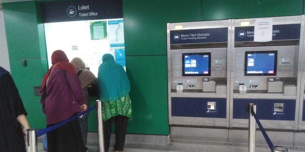 Blok M駅のチケット自動券売機