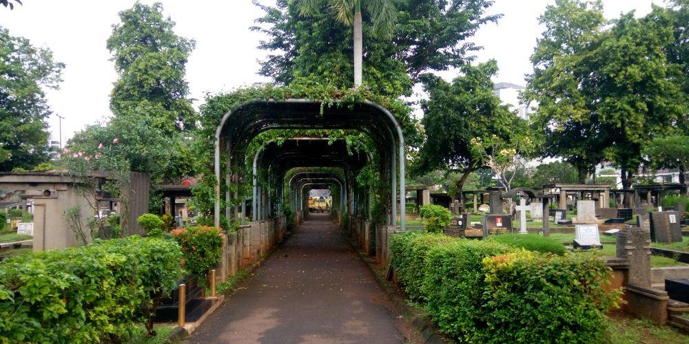 プタンブラン公営墓地(TPU=Tempat Pemakaman Umum Petamburan)
