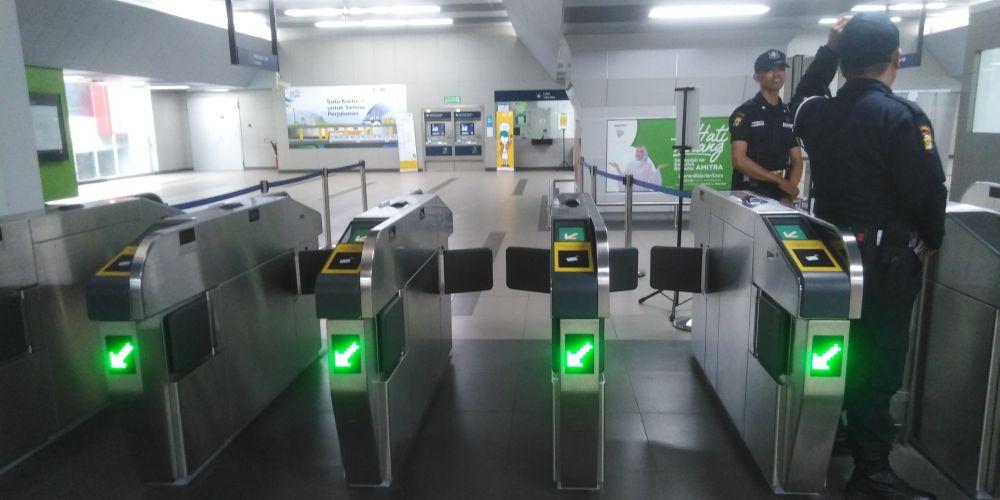 Blok M駅自動改札入り口