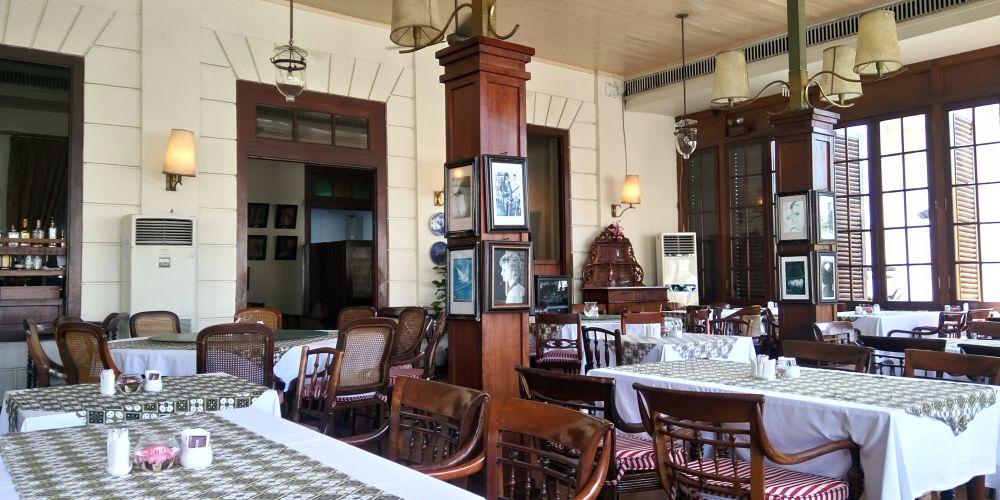 バタビアカフェの2階は禁煙席です。