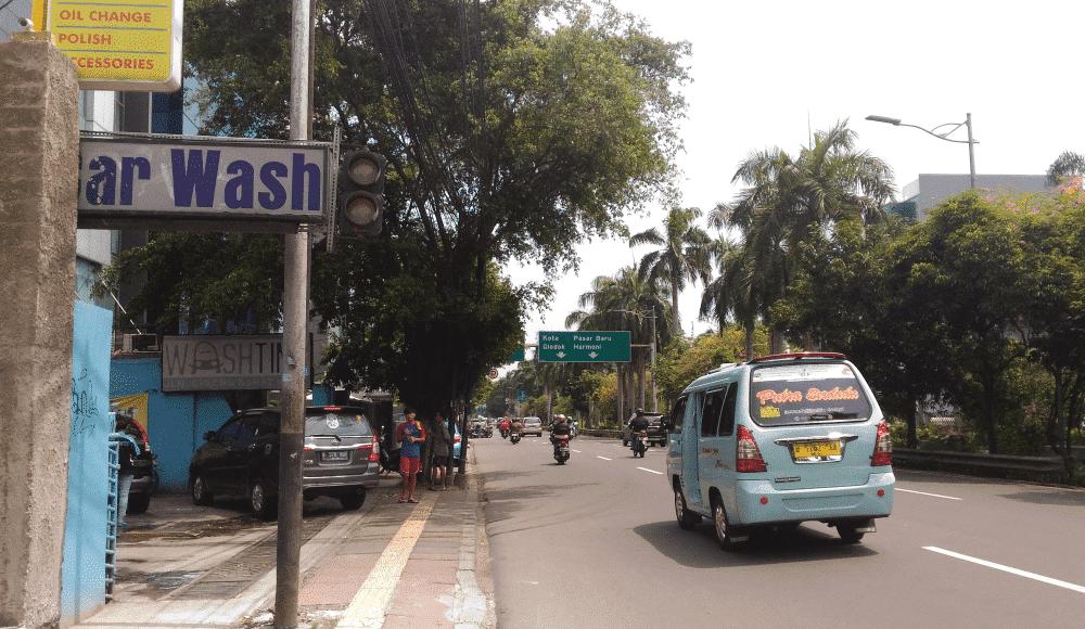 快晴の中央ジャカルタCideng通り