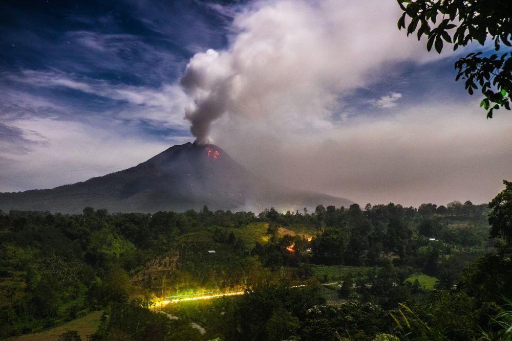 シナブン火山