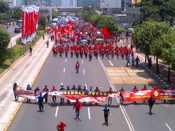 MRT工事が始まる前のThamrin通りのデモの写真